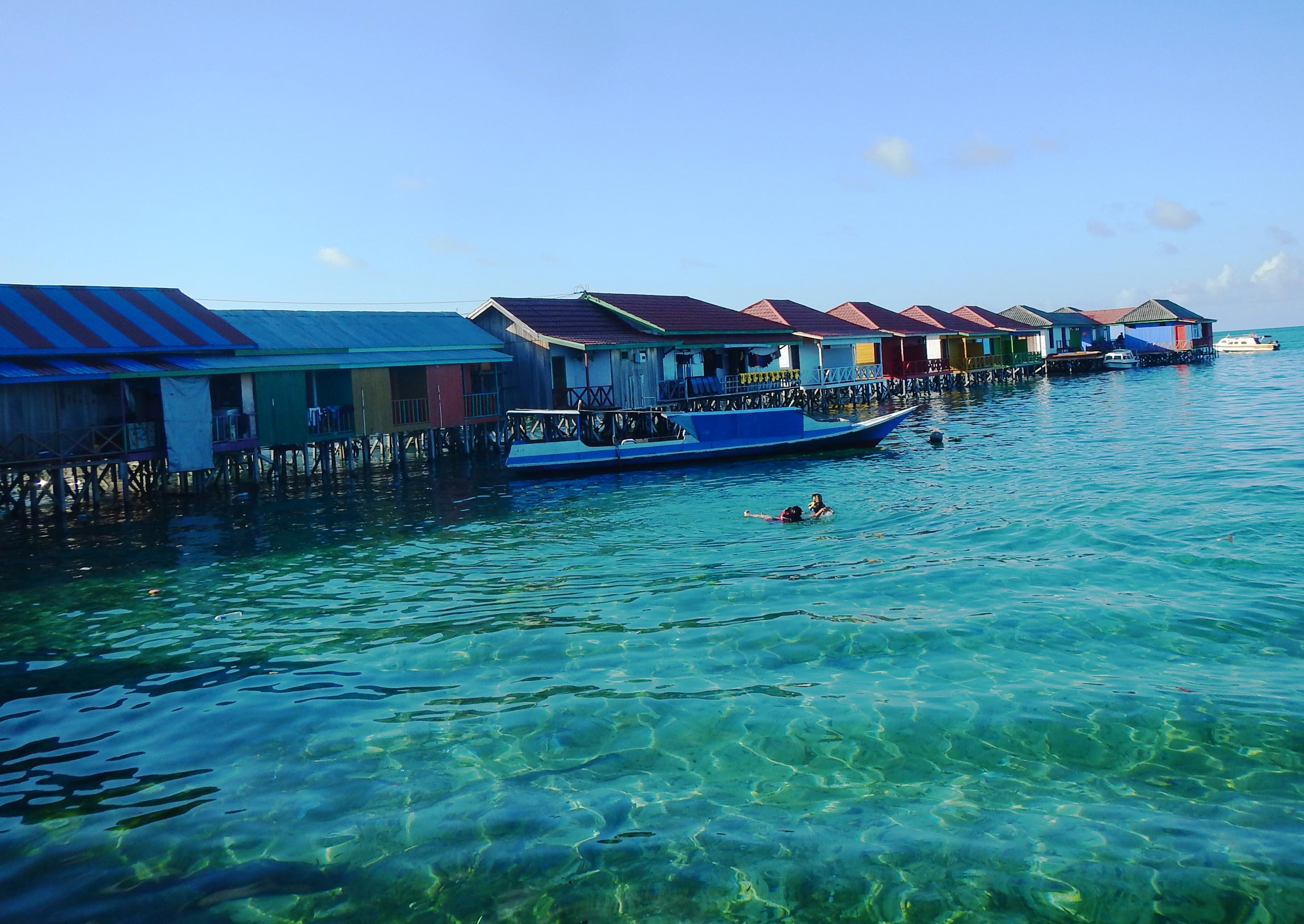 homestay di pinggir pantai pulau derawan